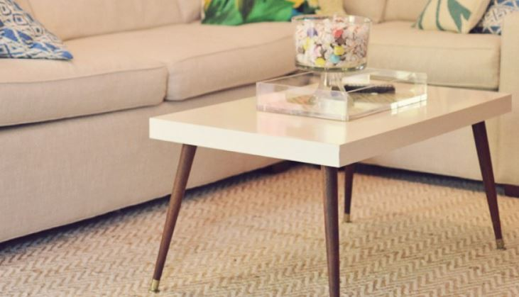 Id es diy 7 fa ons de customiser une table ikea lack - Customiser un lit en bois ...